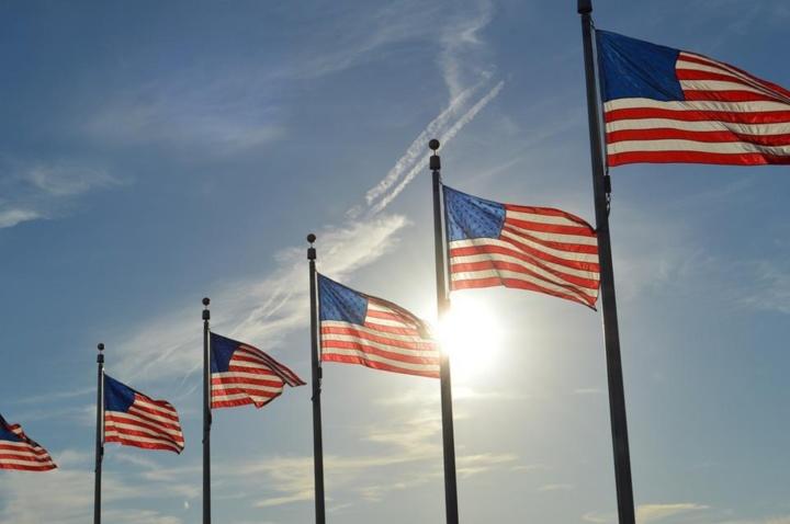 Les USA marquent le pas pour soutenir les entreprises
