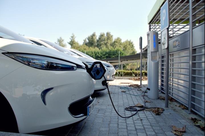 Bornes électriques : le gouvernement fait-il preuve d'ambition pour la mobilité durable ?